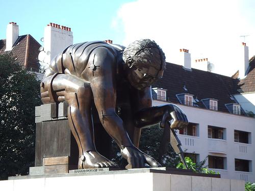 bl-newton-statue-w500